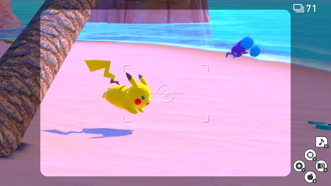 Для поклонников покемонов определенного возраста Pokemon Snap от Nintendo 64 остается одним из самых любимых спин-оффов серии, но Nintendo потребовалось более 20 лет, чтобы выпустить какое-либо продолжение. Это двухдесятилетнее ожидание, наконец, закончится в следующем месяце, когда на коммутаторе появится новый Pokemon Snap, и, как мы видели во время недавней предварительной демонстрации, игра, мудро говоря, не очень далеко отклоняется от формулы оригинала.  Как и прежде, ваша цель в New Pokemon Snap состоит не в том, чтобы запечатлеть покемонов, а в том, чтобы сфотографировать их. Действие происходит в регионе Лентал, разнообразном архипелаге, где профессор Миррор проводит исследования таинственного феномена, заставляющего покемонов и растительность светиться. В рамках его исследований вы будете путешествовать по разным островам, фотографировать покемонов в их естественной среде обитания и разгадывать секрет этих светящихся монстров.  Демонстрация геймплея, которую мы наблюдали, была сосредоточена в основном на краснеющем пляже, первозданном прибрежном уровне, кратко показанном в трейлере игры reveal. Каждая локаль в Новой Pokemon Snap поставляется в дневной и ночной версиях, с различными покемонами, чтобы сфотографировать между ними. Днем Пикачу, Беллоссом и Махамп бродили по пляжу, а по ночам появлялись ночные монстры, такие как Инкай, Зангуз и Дрифблим. Даже покемоны, которые присутствуют в оба времени суток, часто будут делать что-то другое, представляя новые возможности для фото; Экзеггутор, который топает днем, будет спать ночью на берегу, например, в то время как Беллоссом будет танцевать группами под лунным светом.  Как и в оригинальной игре, ваша экспедиция Вокруг этих островов полностью проходит по рельсам. Вы будете путешествовать по каждому уровню на борту Neo-One, высокотехнологичной капсулы, которая медленно движется по виртуальной трассе, фотографируя диких покемонов, которых вы встретите на пути к цели. У вас также есть знакомый набор инструментов 